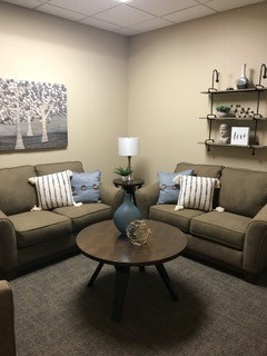 Image of a family/couple counseling environment.